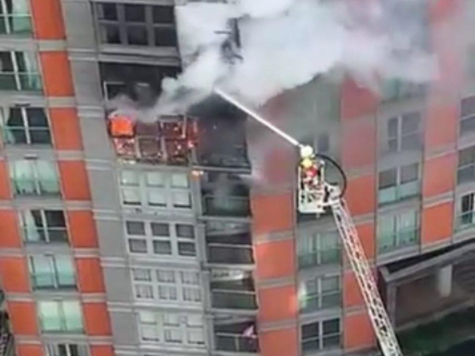 (ВИДЕО) Гори облакодер во Лондон –  стотина пожарникари се обидуваат да го изгаснат пожарот