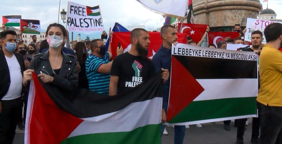 Вербален конфликт помеѓу две групи на протестот за поддршка на Палестина