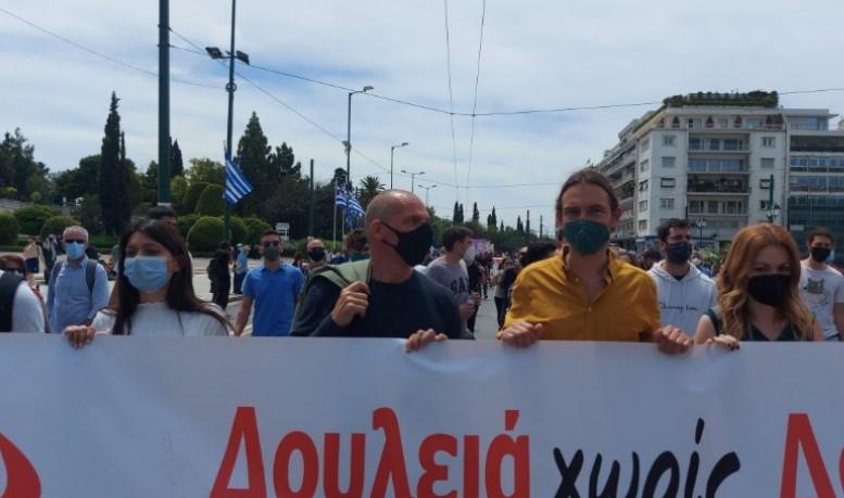 (ФОТО) Протест во Атина – Ципрас и Варуфакис помеѓу демонстрантите