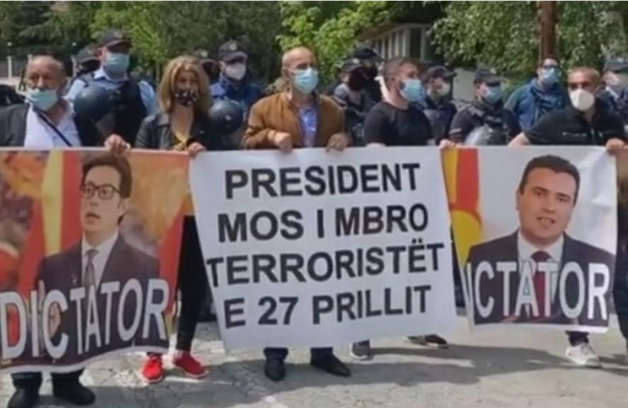 """Протест пред Вила Водно: """"Пендаровски и Заев се диктатори"""""""