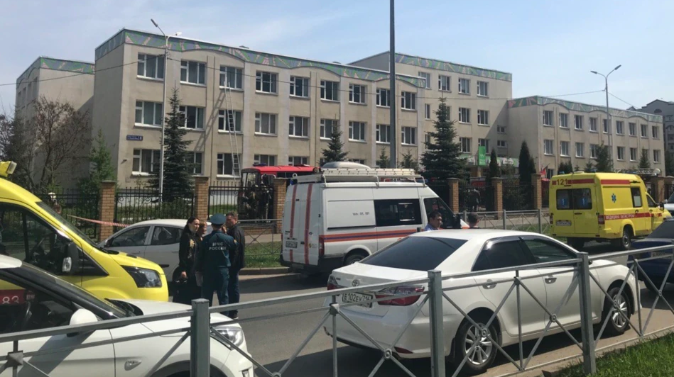 ВИДЕО ОД ХОРОРОТ ВО РУСИЈА: Најмалку 13 загинати при пукање и експлозија, луѓе скокаат од прозори за да се спасат!