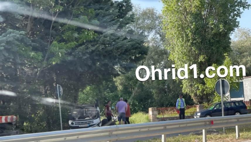 Автомобил е превртен на кров, сообраќајна несреќа во Охрид