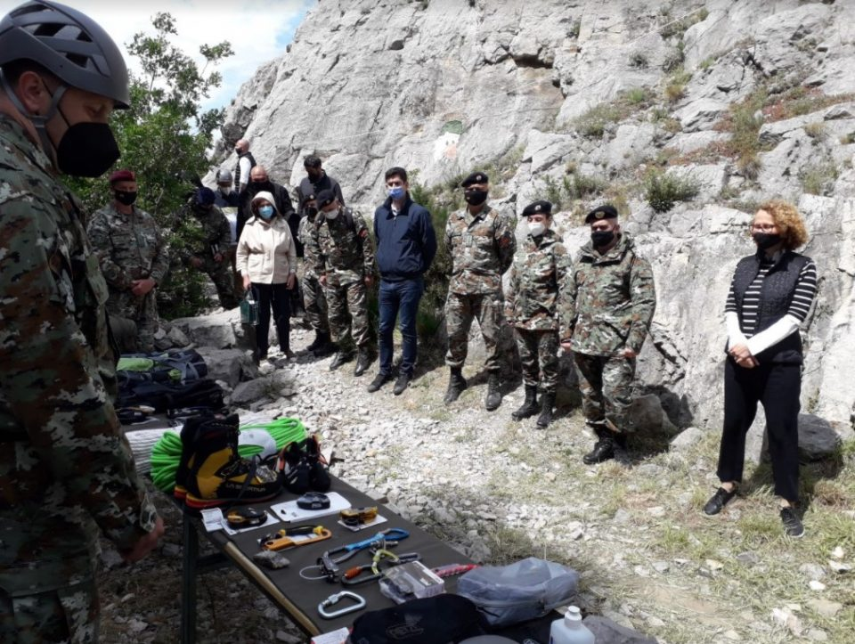 Шекеринска: Заличивме на НАТО-армија, освен униформи и чизми, сега имаме и алпинистичка опрема