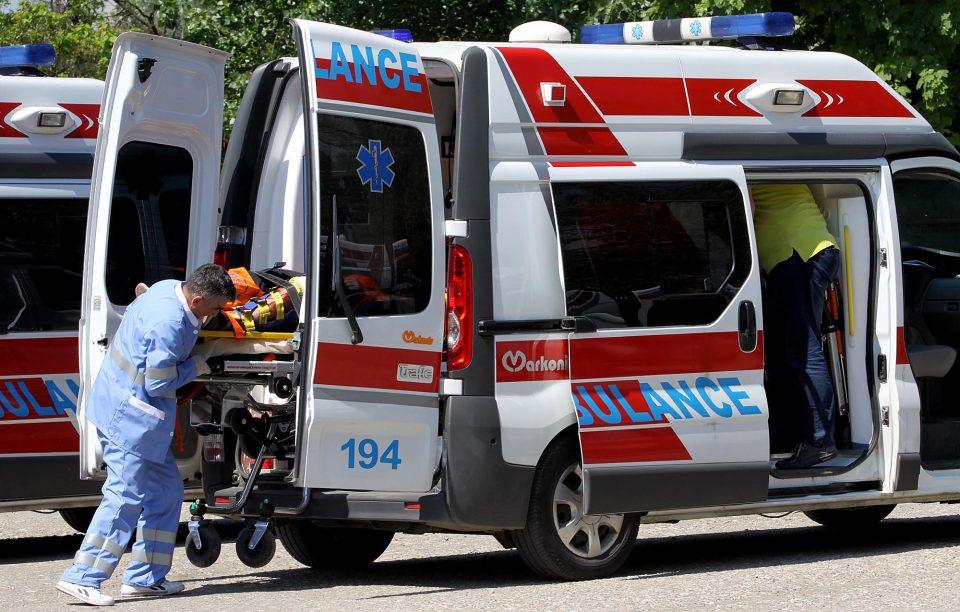 Полицаец повреден во сообраќајка во Скопје, со тешки повреди пренесен на Клиника