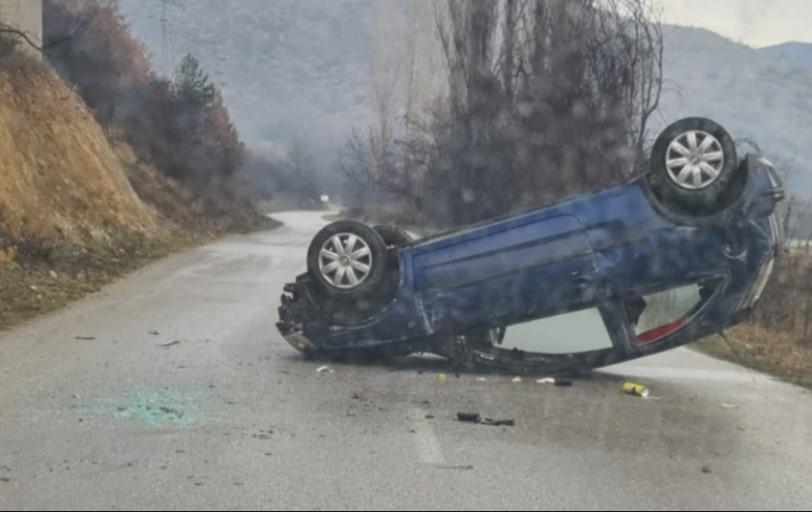 Две лица повредени при сообраќајка во Кичево