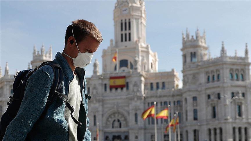 Се враќа полицискиот час и другите мерки поради младите во Шпанија