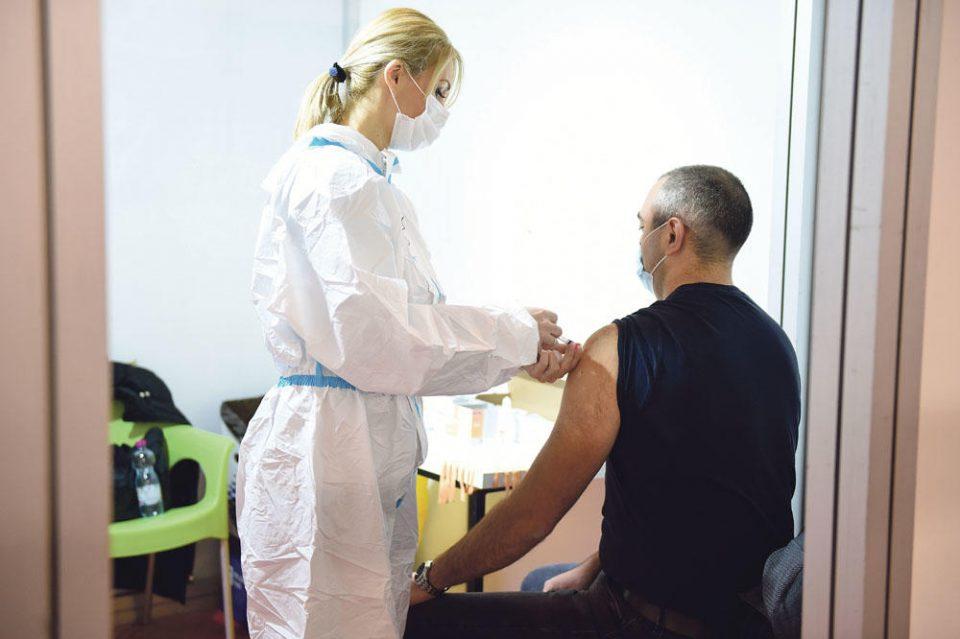 Во Србија дадени повеќе од четири милиони вакцини против вирусот корона