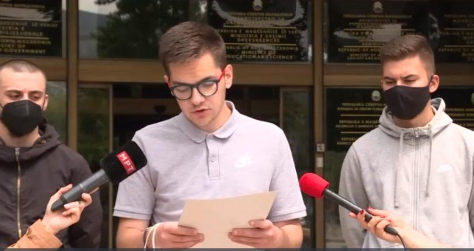Средношколците се заканија со бојкот на наставата и протести