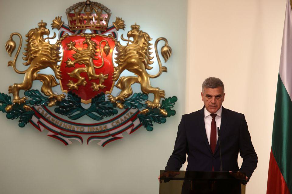 Привремената влада на Јанев нема да го тргне ветото за Македонија
