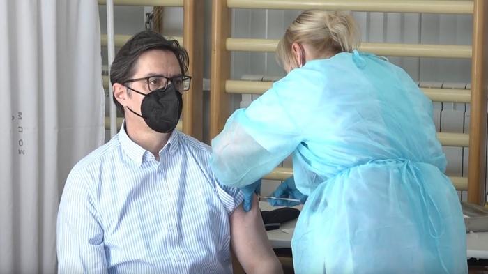 (ВИДЕО) Се вакцинираше претседателот Стево Пендаровски