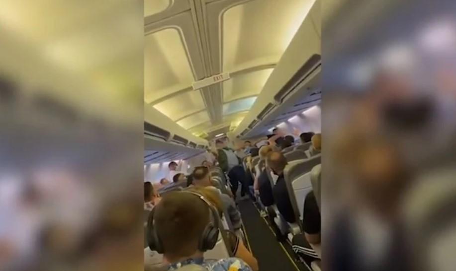 (ВИДЕО) ХАОС ВО АВИОНОТ: Тепачка на летот Приштина-Базел