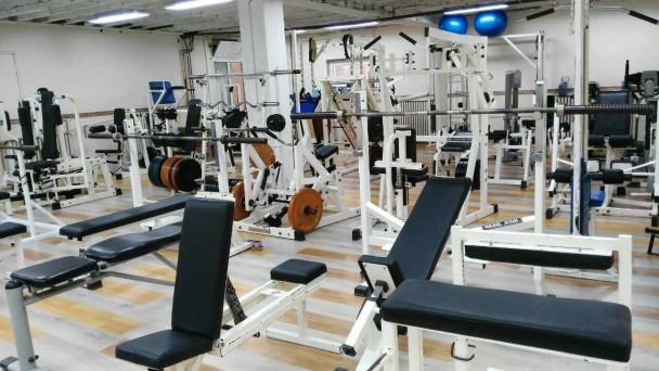 За вежбање во фитнес центар во Грција: Негативен резултат од брз тест и двојна маска