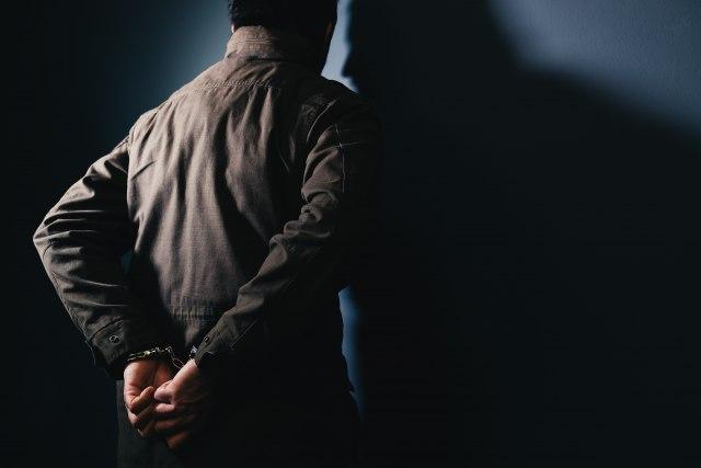 Во Франција уапсен маж кој за еден месец 27.000 пати се јавил во полиција