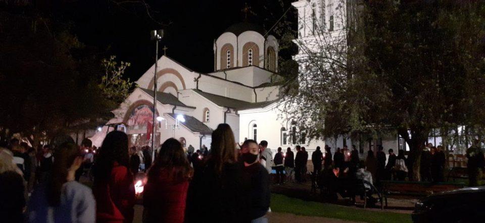 Втор Велигден во пандемија – младите ги наполнија храмовите, возрасните прославија дома