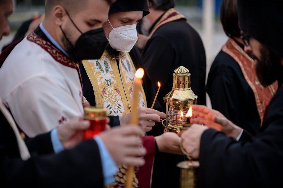 Монах со киселина нападнал седум митрополити