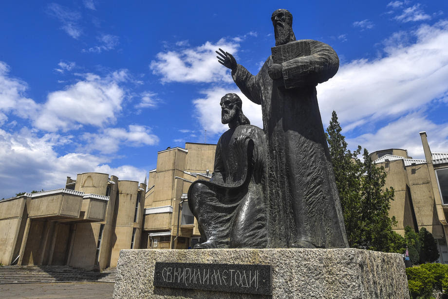 Денеска се празнуваат Св. Кирил и Методиј, големите македонски просветители
