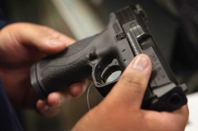 """Две лица """"фалсификувале огнено оружје"""", поднесена е кривична пријава"""