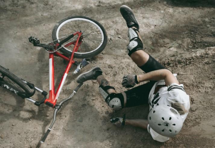 Тешко повредено дете при пад од велосипед