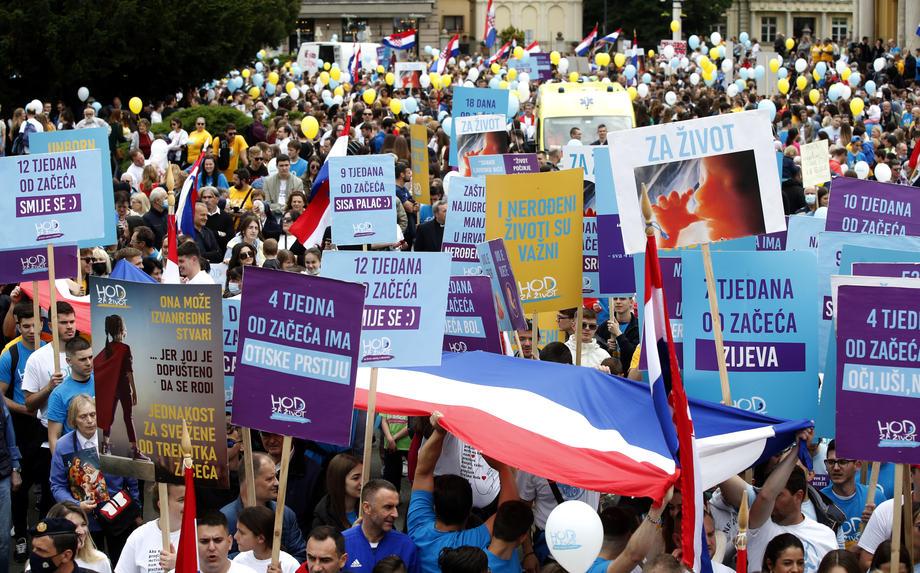 (ВИДЕО) Илјадници луѓе протестираат против абортусот во Хрватска