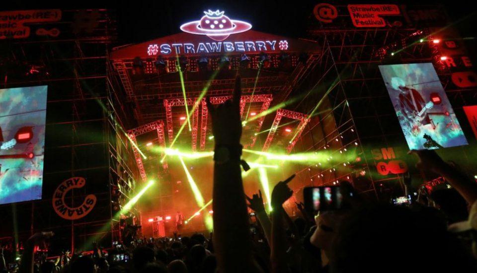 (ВИДЕО) Како никогаш да немало вирус: Во Вухан одржан фестивал со над 10.000 луѓе, речиси никој не носи маска
