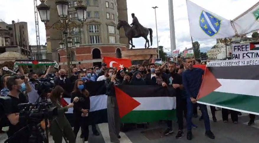 (ФОТО)На сред Скопје протест во поддршка на терористите од Хамас!