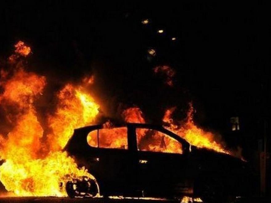 Се запали возило во движење на скопската обиколница