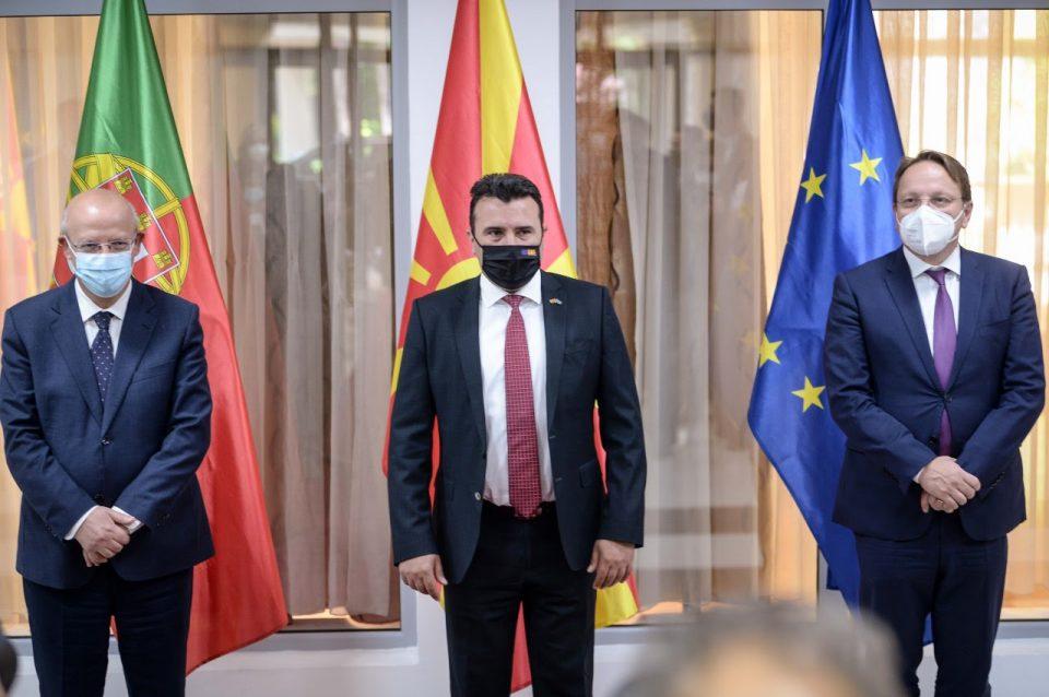 Заев за предлогот на Силва и Вархеји: Добра основа за отворање на преговорите што не задира во идентитетските прашања