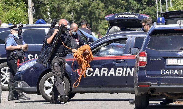 (ФОТО) Пукање близу Рим: Убиени три лица