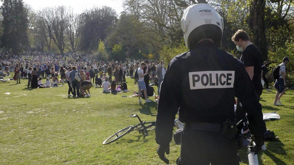 Жесток судар во Франција: Mомче остана без рака, додека полицијата пробувааше да разбие забава