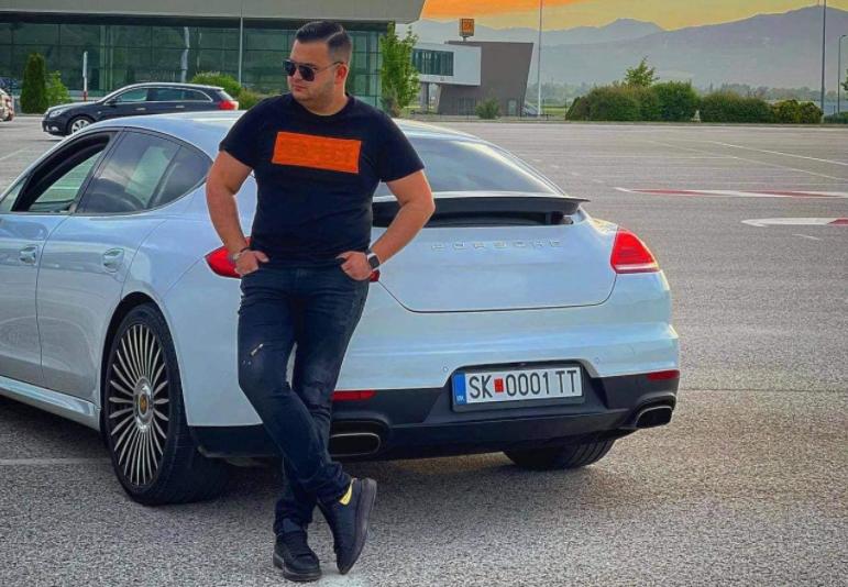 Внукот на Амди Бајрам добил порше за роденден, но мора да вети во џамија дека нема да вози брзо
