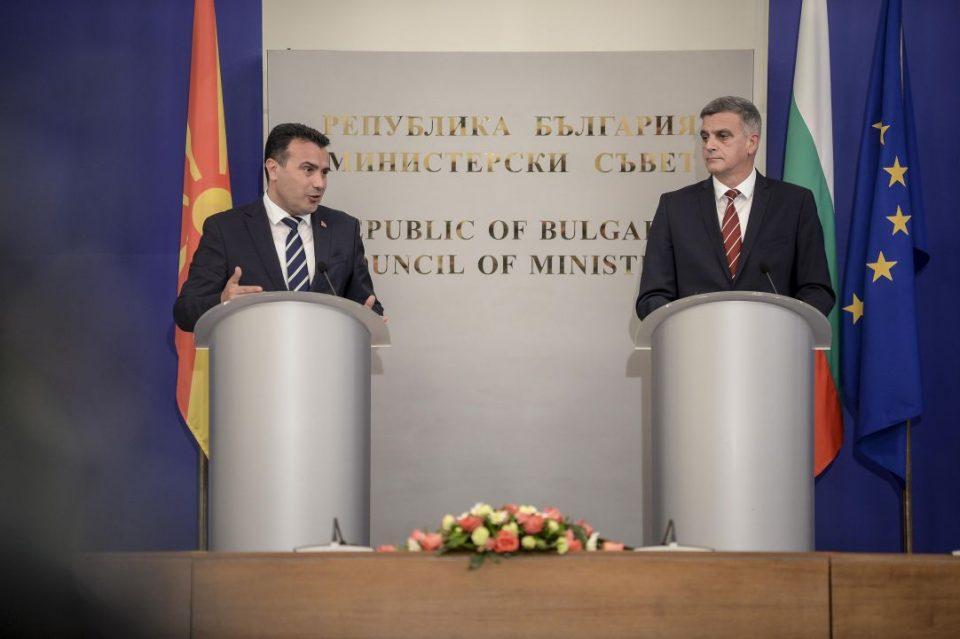 Николоски: Додека Бугарија проблемите ги решава во Собрание, власта на Заев крие за што преговара