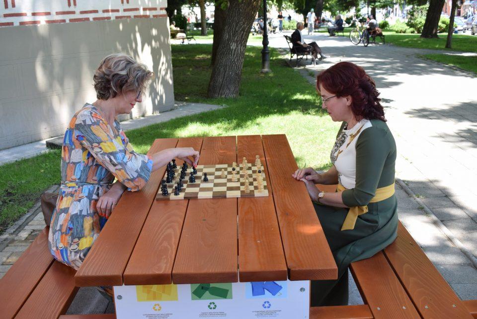 Градоначалничката на Битола се пофали: Ова е новата маса за шах, која ѝ даде душа на Битола