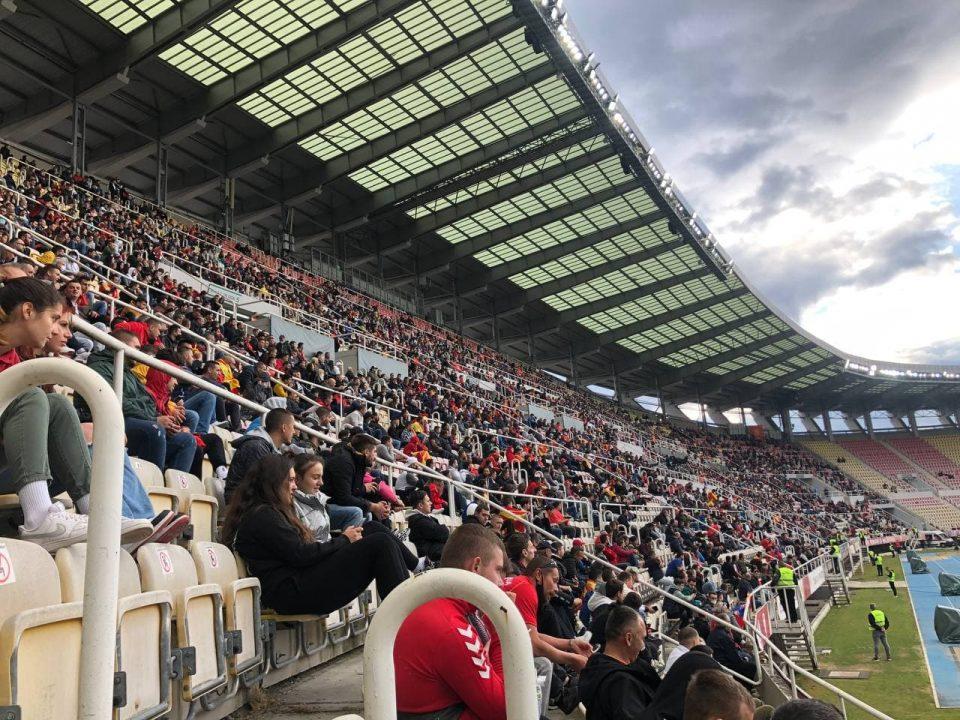 (ФОТОГАЛЕРИЈА) ПОЛНО СРЦЕ ЗА МАКЕДОНИЈА: По цели 16 месеци повторно публика на Градскиот стадион!