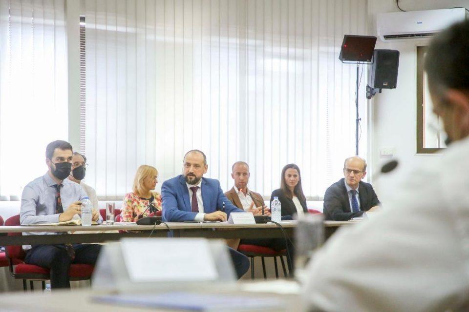 Странските инвеститори му се пожалиле на Битиќи за царинскиот тарифник, даноците и недела неработен ден