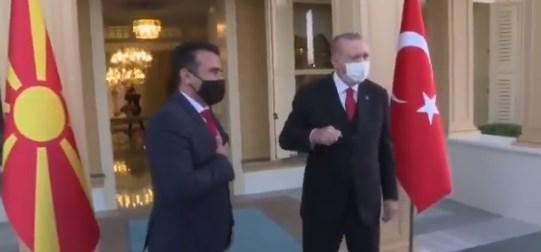 (ВИДЕО) Наместо корона поздрав со Ердоган, Заев се фаќа за срце