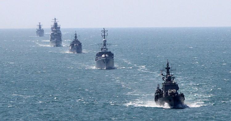 Бродови на НАТО полни со ракети и се приближуваат на Русија