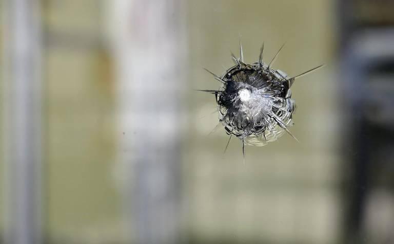 Заталкан куршум во Бутел завршил во прозорец
