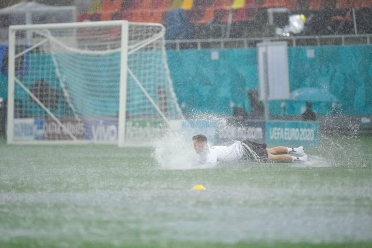 Монсунски дождови во Букурешт ги запреа тренинзите за ЕУРО 2020