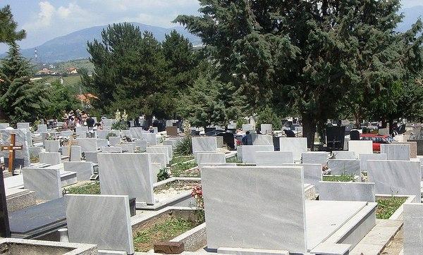 Инцидент на гробишта: Свекор нападна снаа
