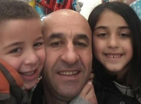 (ВИДЕО) Полицијата го апси таткото додека децата плачат и го бранат. Снимката од Црна Гора го вознемири цел регион!