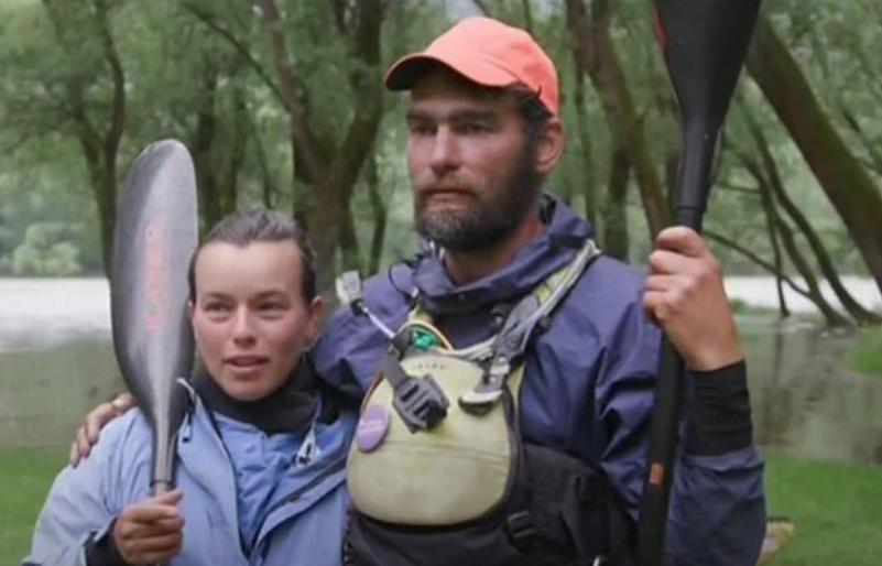 (ВИДЕО) Пар спасиле орли од давање во Дунав