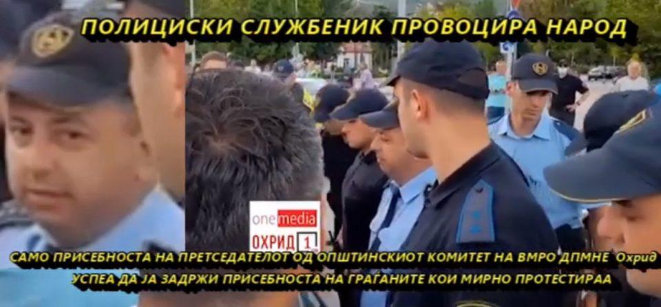 (ВИДЕО) Полицаец се обидува да иницира инцидент на протестите на ВМРО-ДПМНЕ во Охрид: Колеги нека ве нападнат !