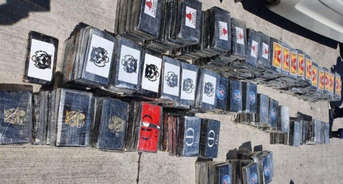 Рекордни 300 килограми кокаин откриени во македонски камион на пристаништето во Драч