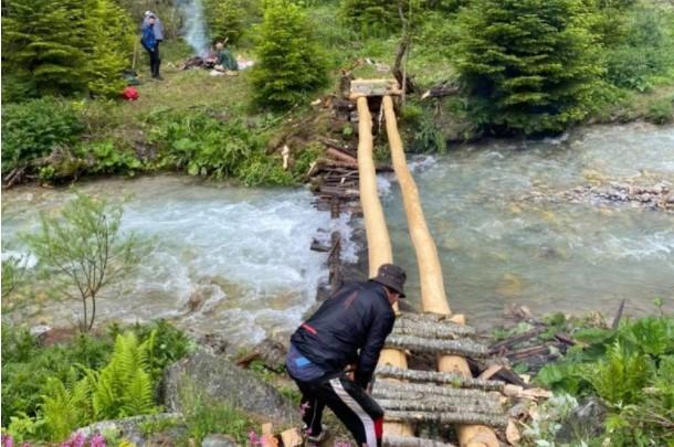 (ФОТО) Планинари сами си изградија мост на Шар Планина