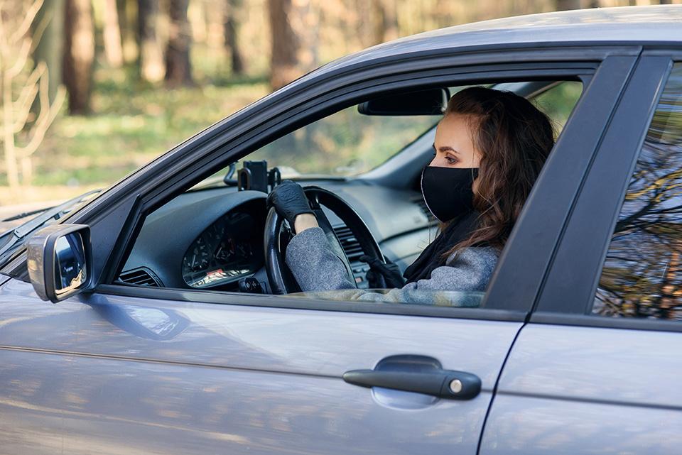 Во автомобилите и натаму ќе мора да се носат маски ако патниците не се од исто семејство