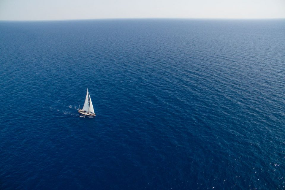 Мистерија на Атлантскиот океан: Пронајдени 20 мртви лица, меѓу кои и две деца