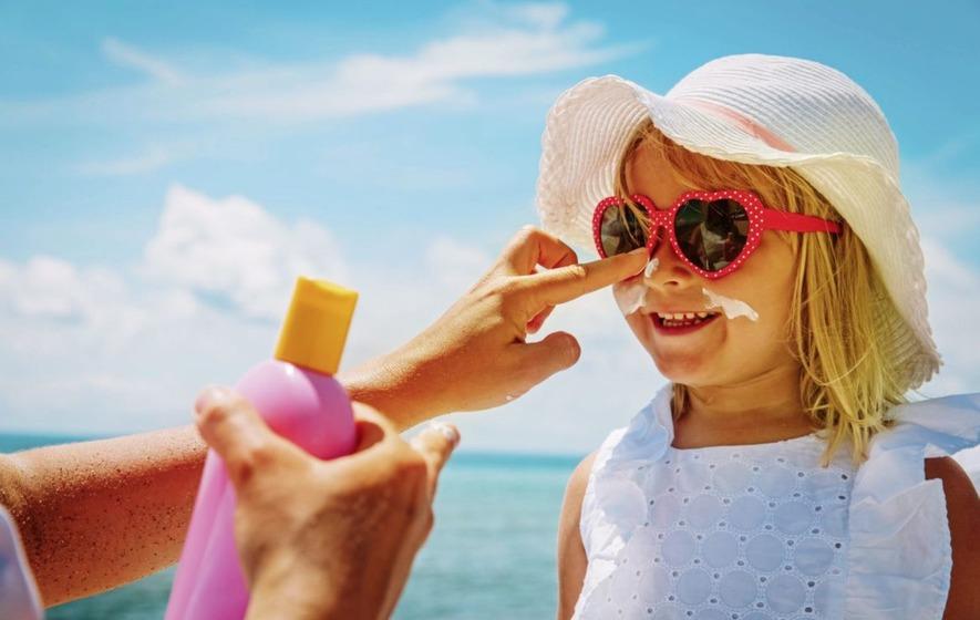Корисни совети како да ги заштите децата при екстремно топло време