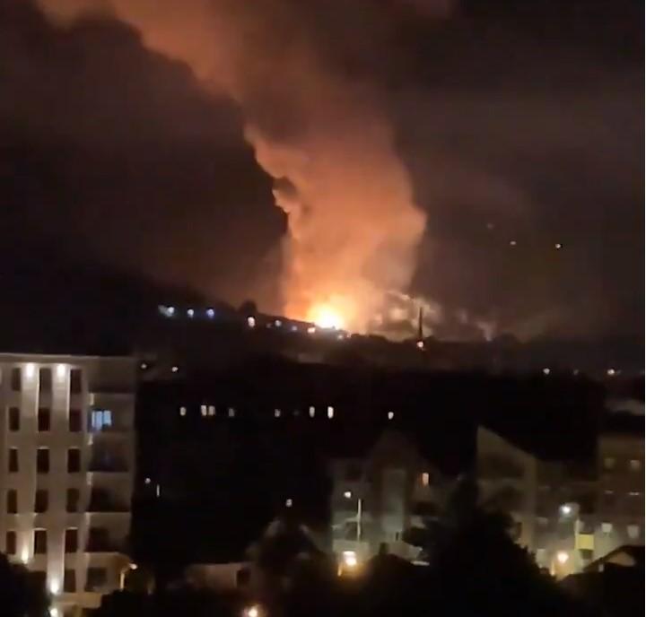 (ФОТО+ВИДЕО) Голема експлозија и пожар во фабрика во Србија