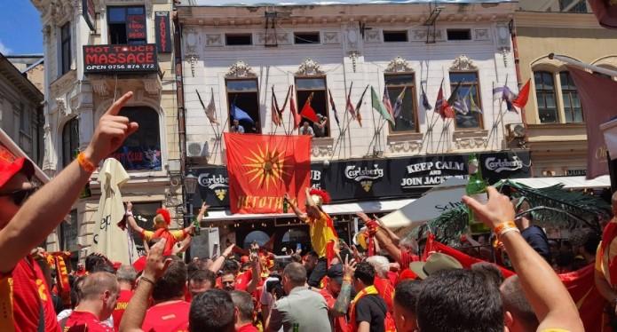 """(ВИДЕО) Македонците го преплавија Букурешт – ечи """"Лихнида кајче веслаше"""""""