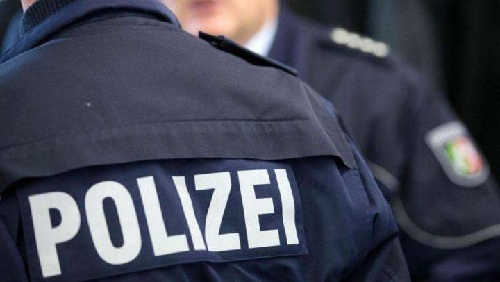 Германски полицајци избркани од работа, разменувале нацистички симболи